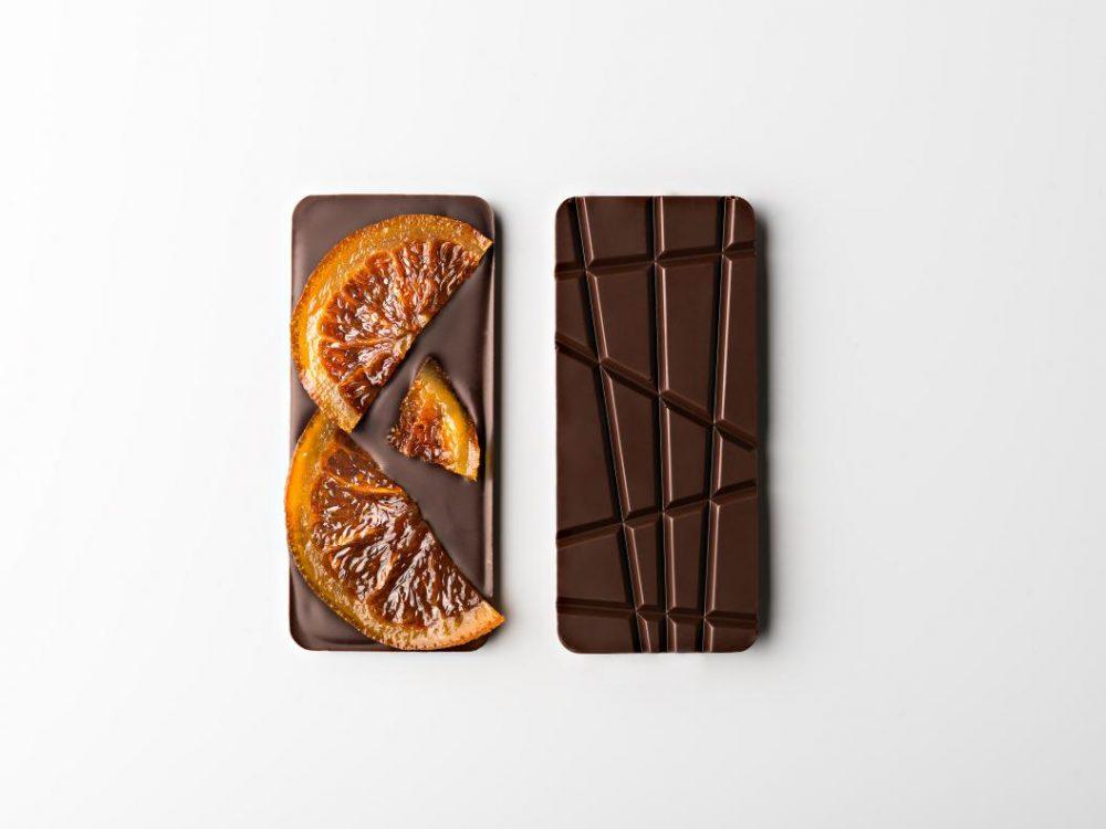 טבלת שוקולד מריר עם פלחי תפוז