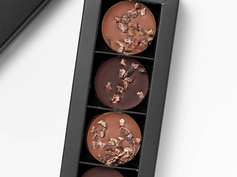 דיסקיות שוקולד חלב ומריר עם פולי קקאו גרוס