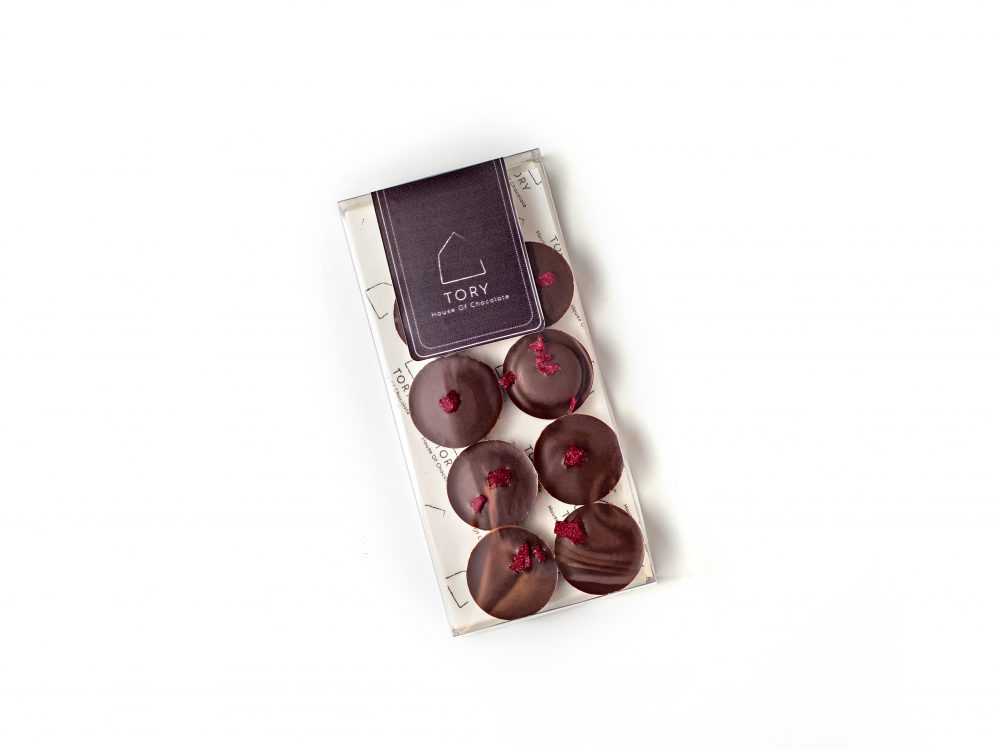 דסקיות שוקולד מריר עם מרציפן ודובדבן מיובש